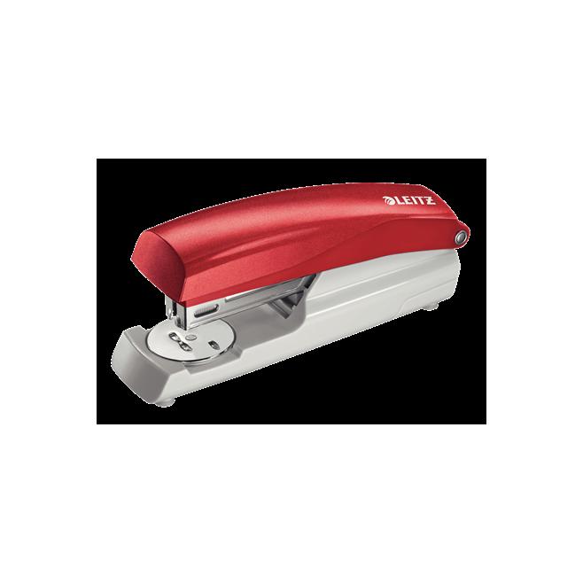 Zszywacz średni Leitz z kolekcji NeXXt Series - czerwony